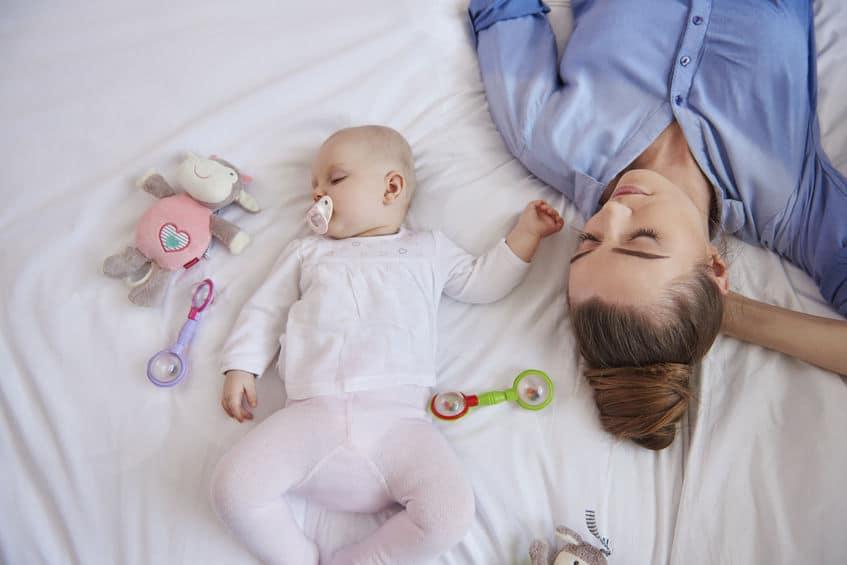 En que mes duermen toda la noche los bebes